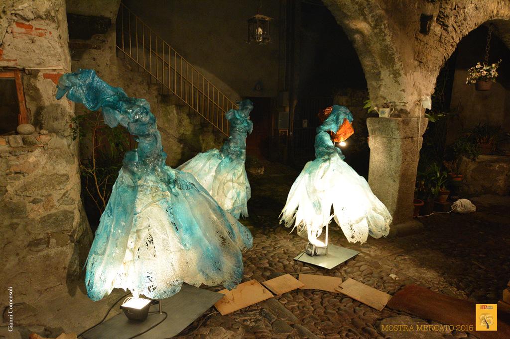 Ballerine in policarbonato di Davide Dall'osso presso Mostra Mercato Bienno